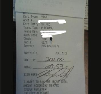 Lascia una mancia di 200 $ alla cameriera che scoppia in lacrime