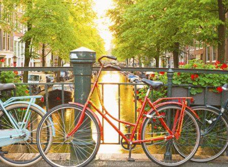 Olanda, il Paese della felicità. Il segreto? Lavorare mezza giornata e fumare la Marijuana