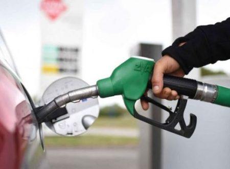 """Il Carburante per le auto? Si può creare riciclando la plastica usata e """"sporca"""""""