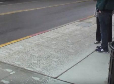 Può Sembrare Un Normale Marciapiede, Ma Quando Piove Si Trasforma In Un'opera D'arte (Video)