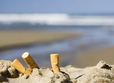 Sigarette in spiaggia, arriva il divieto assoluto. E occhio alla multa da 300 euro