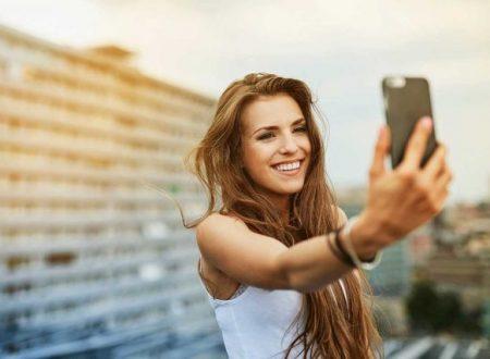Uno studio scientifico dimostra che chi si fa i selfie ha disturbi mentali