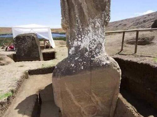 """Recenti scavi hanno dimostrato che le """"teste giganti"""" dell'Isola di Pasqua sono, in effetti, dei veri """"giganti"""" fatti di pietra"""